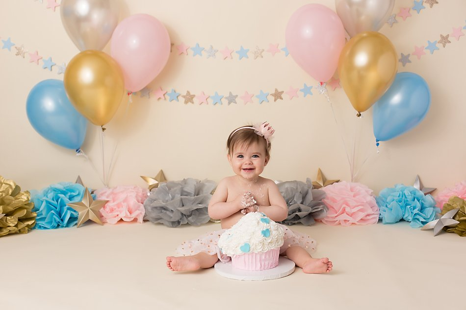 Star themed first birthday cake smash session by Colorado Springs photographer K.D. Elise Photography.